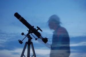 Teleskop mit Webcam im Okularauszug für die Astrofotografie